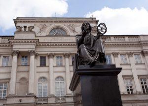 Estátua de Copérnico, em frente a Academia Polonesa de Ciências